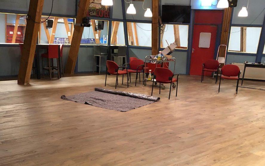 Nieuwe vloer in de kantine bij SVE